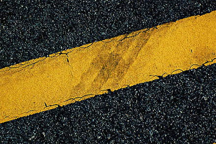 440px-yellow_road_marking